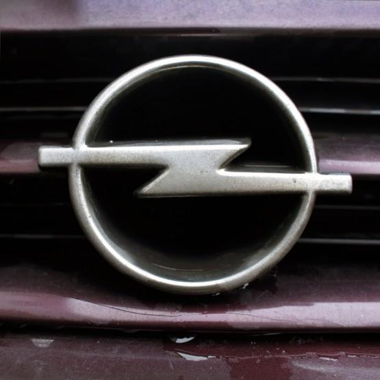 71_opel_astraF_93_logo_B